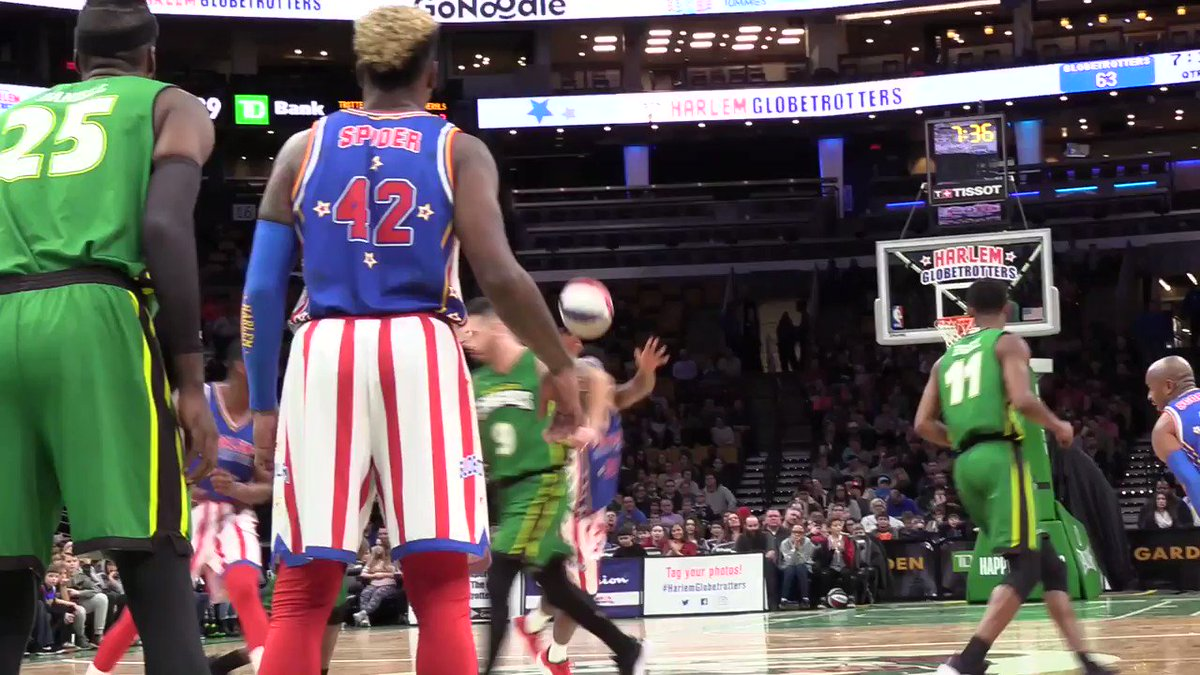 The higher the 🐰, the better the dunk 👀  🎟 >> http://www.harlemglobetrotters.com/tickets