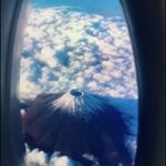 騙された!飛行機の窓から見える富士山だと思っていたのに!