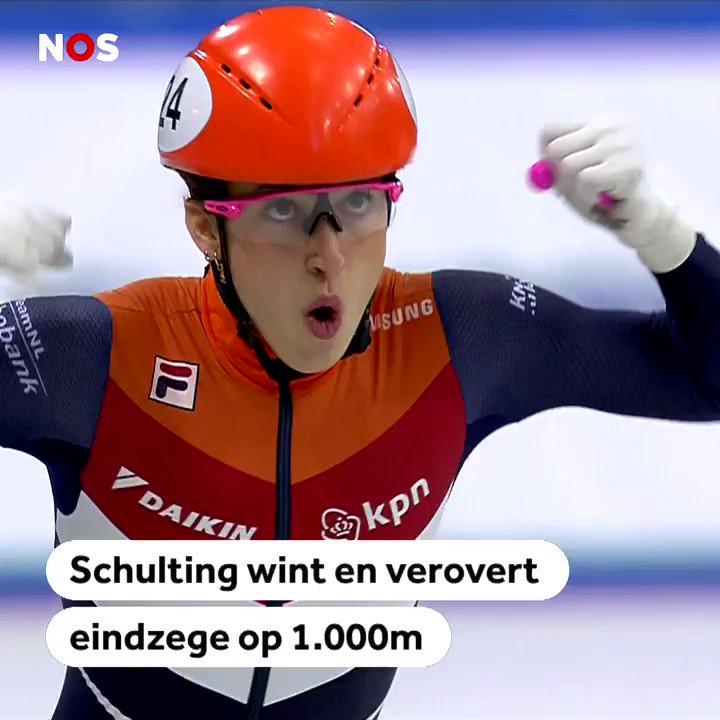"""🗣️ """"Naam: Suzanne Schulting, beroep: heldin!""""  🥇 @suzanschulting blijft ongeslagen op de 1.000 meter en pakt daarmee de eindzege in het wereldbeker-klassement. → http://nos.nl/l/2270335"""