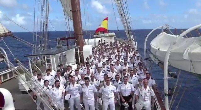 Image for the Tweet beginning: La dotación del buque escuela