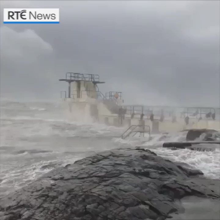 #stormerik brought strong winds to Galway, as seen here in Salthill. |  https://bit.ly/2HXUOfn