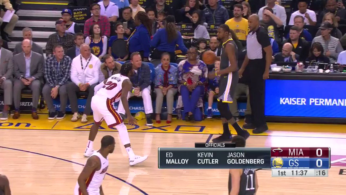 #KevinDurant stuffs it home to get the scoring going on @NBATV! https://t.co/tcKTpf840s