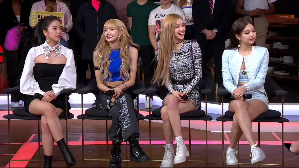🖤💗#BLINKS! Watch a preview of @ygofficialblink on #StrahanAndSara!  Lisa shows @michaelstrahan & @sarahaines their dance moves!  FULL interview & performance of FOREVER YOUNG airs FRI FEB 15! 1pm ET/12pm C/P ABC! #BLACKPINKonStrahanSara #블랙핑크 #BLACKPINK #INYOURAREA @fromYG