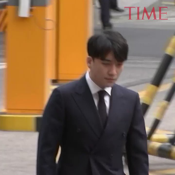 Two Korean pop stars embroiled in sex scandals were questioned by police in Seoul https://t.co/s8JXLTJgQg https://t.co/ui7wwufKrR