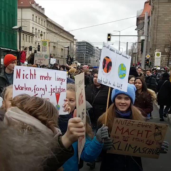 DW Politik's photo on Tausende Schüler