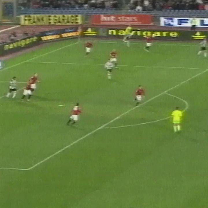 Rifatevi gli occhi con questa perla al volo di Pavel #Nedved 🤩  #GoalOfTheDay 🆚 Roma 📆 21.03.2009