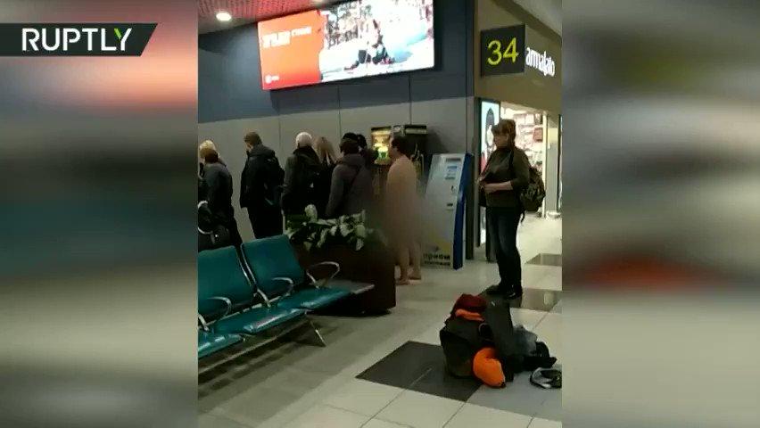 NAKED man tries to board plane in Moscow airport   https://t.co/Fsybrx6n88  (Video courtesy: Vesti Sevastopol) https://t.co/K5TRfjKxTF