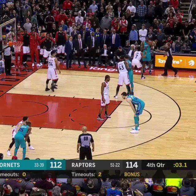 😮 WOOOOOOOOW! ❗ SENZA SENSO!  #TissotBuzzerBeater da distanza siderale per @jlamb e vittoria all'ultimo istante degli @hornets!!!  #ThisIsYourTime | #NBA