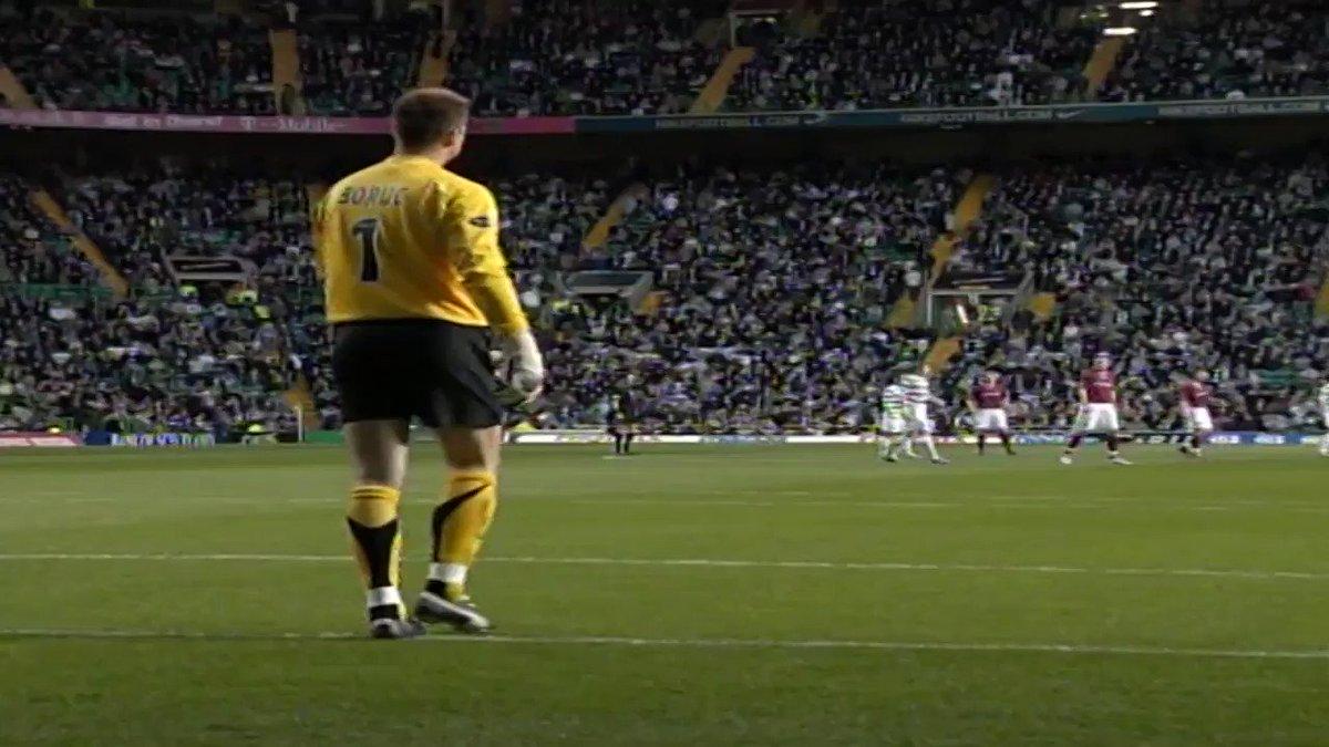 ⚽️ 🏴 Today's #GoalOfTheDay comes courtesy of John Hartson's right foot.  A goal machine. A @CelticFC legend.  @JohnHartson10 | @SparesCeltic   https://t.co/QJm8B3nDWi