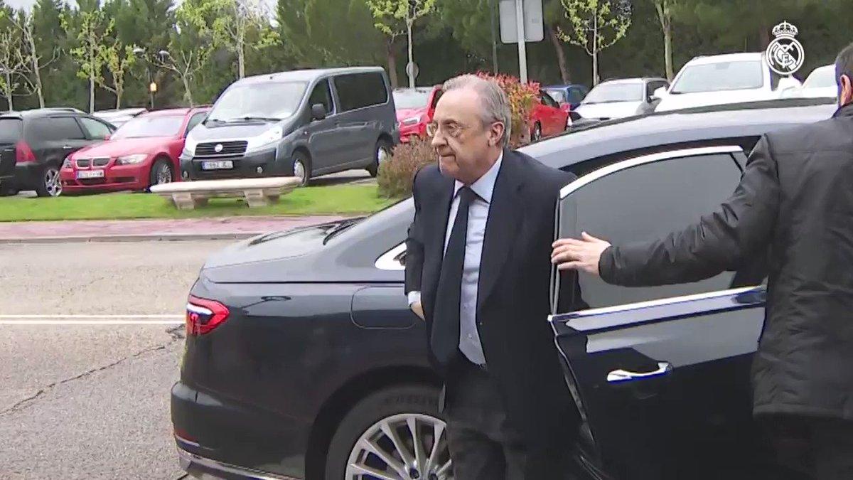 Florentino Pérez acudió al tanatorio por el fallecimiento de Agustín Herrerín. http://bit.ly/RM_FP_AH | #RealMadrid