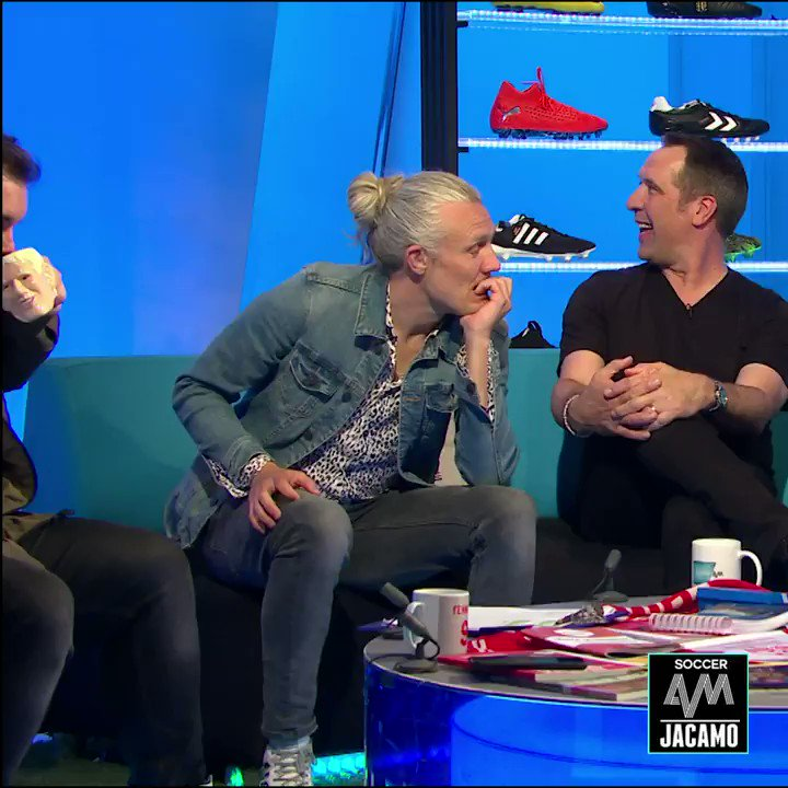 Jimmy Bullard getting over excited and booting a cup of boiling hot tea out of Lloyd's hand and over Fenners 🚑🚑