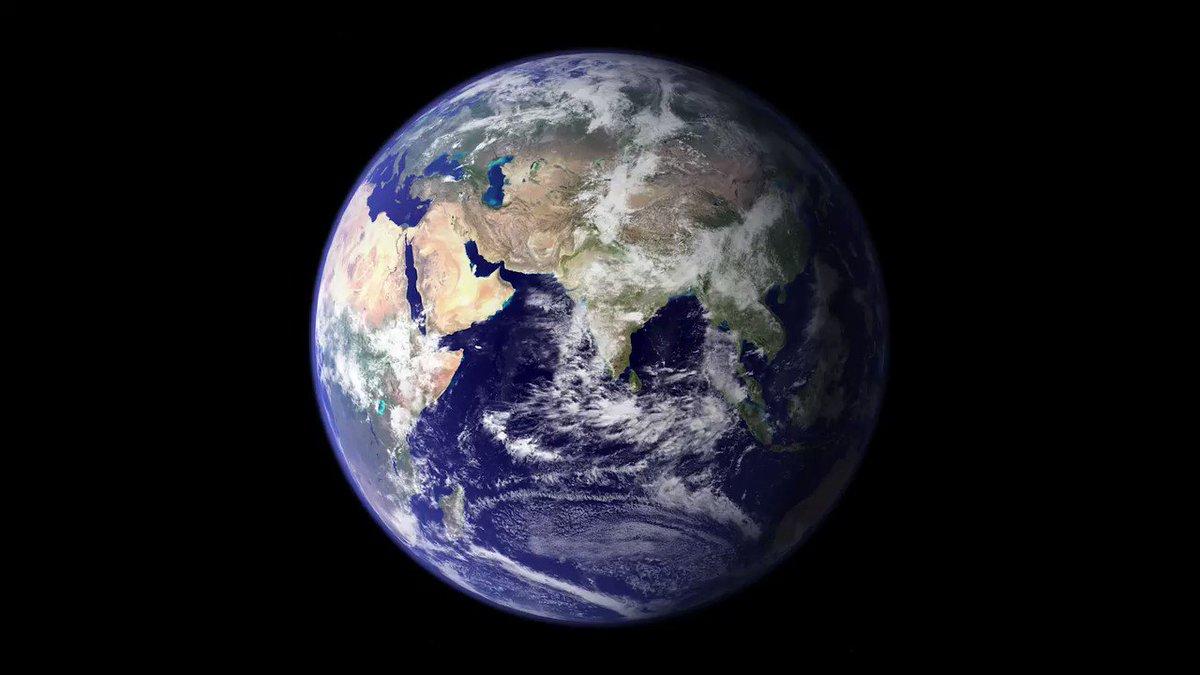 Observando el espacio 🔭, la @NASA ha visto cosas insólitas: océanos 🌊 de lava, planetas sin estrellas ⭐️, mundos con glaciares consistentes de nitrógeno helado. Pero aún así, nada es comparable con nuestro peculiar planeta natal 🌏. #DíaDeLaTierra