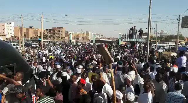 كلما زادت مؤامراتهم، كلما ازداد الشعب السوداني التمسّك بثورته. وكلما حاولوا الإلتفاف على إرادة الجماهير، وجدوا وعياً كبيراً يُفشِل ما خطَّطوا له.