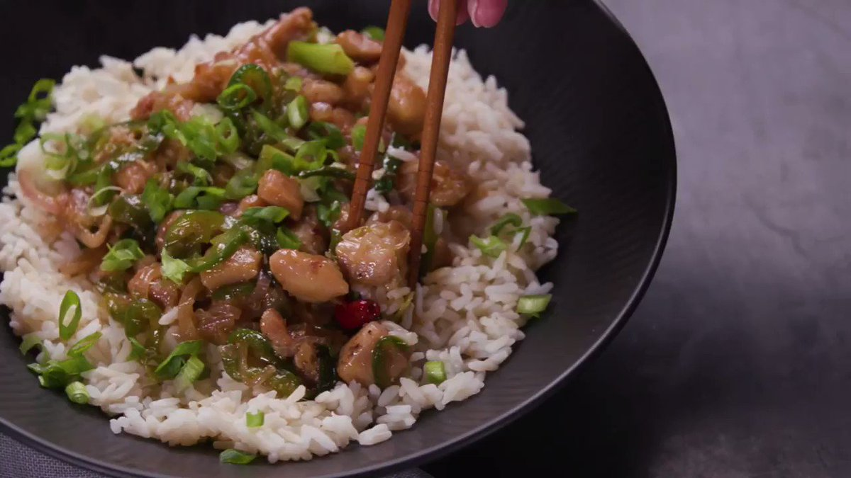 Image for the Tweet beginning: This spicy lemongrass chicken stir-fry