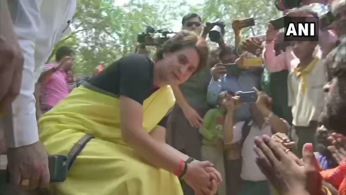 #WATCH Priyanka Gandhi Vadra, Congress General Secretary for Uttar Pradesh (East) meets snake charmers in Raebareli, holds snakes in hands.