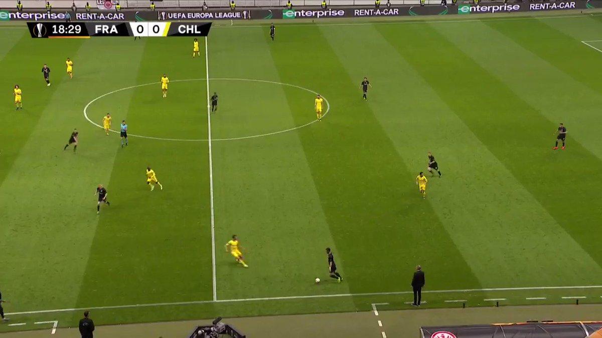 Eintracht Frankfurt - Chelsea: smerige overtreding Andreas Christensen