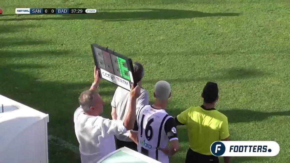 Dani Güiza, campeón de Europa, y último pichichi español, acaba de marcar el gol decisivo para mantener a su equipo, el @atcosanluqueno, en 2ªB. Momento que podemos ver porque existe @Footters. FELICIADADES A MI @a23gomez, EL JEFE 💪🏻