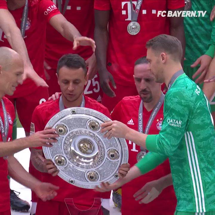 9 - (in Worten NEUN!!!!) Meisterschaften! 🏆🏆🏆🏆🏆🏆🏆🏆🏆 #Bundesliga-Rekordhalter @FranckRibery! 🙌🙌🙌🙌  #MEIS7ER #MiaSanMia