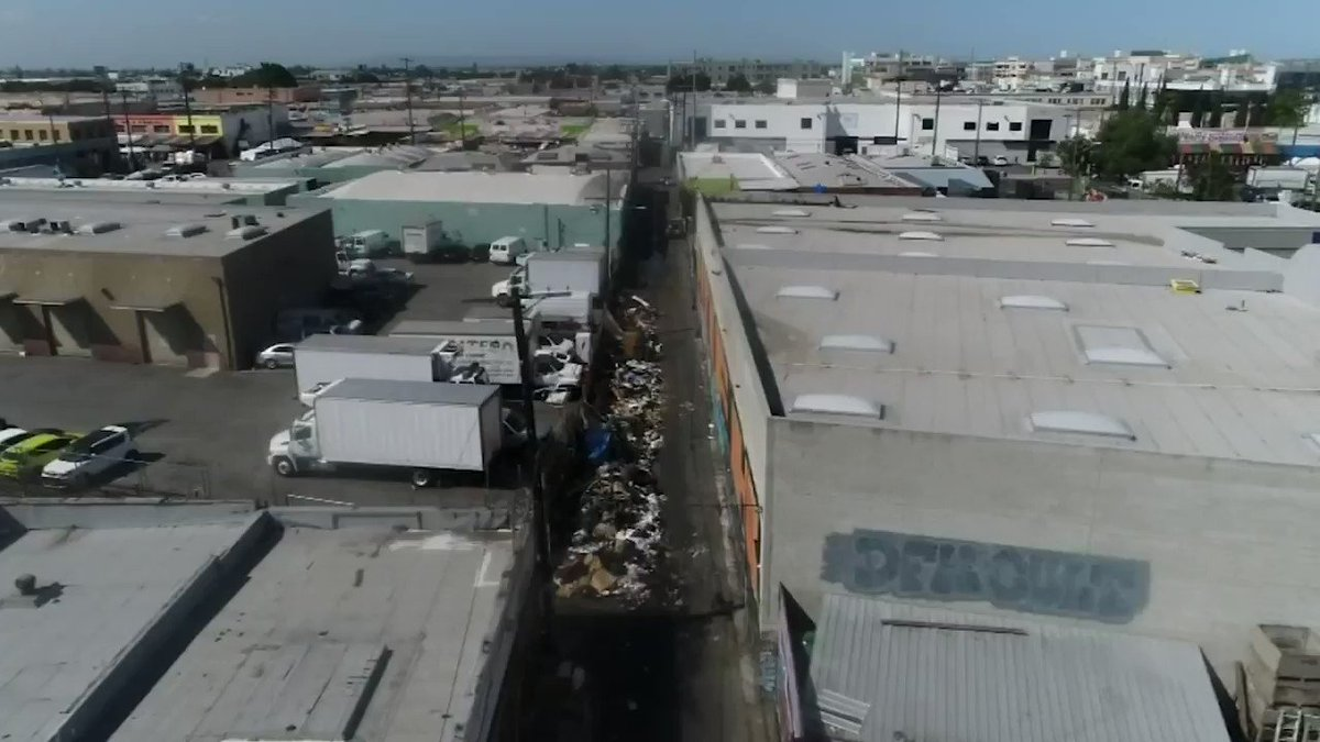 Tune in! 📻 @JoelNBCLA will be on the @ConwayShow on @KFIAM640 at 6 p.m. to talk about Los Angeles' growing problem with trash and rats. http://4.nbcla.com/uhqRKH6