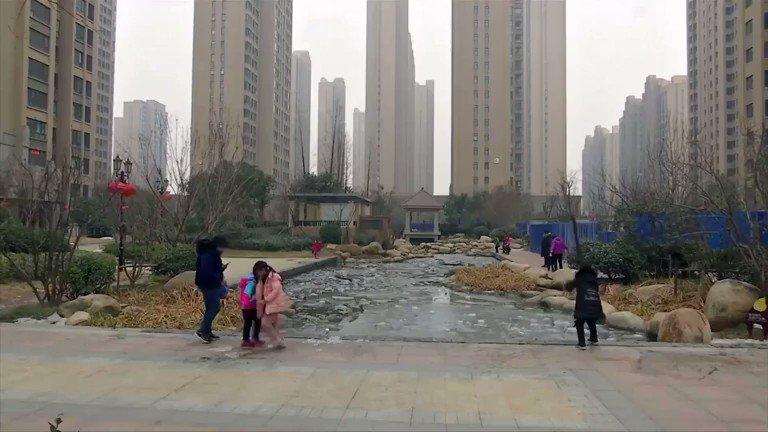 映像】中国内陸部の経済ブームの象徴だった河南省鄭州。新築マンションが数分で完売するほど活況だった不動産市場のバブルは終わり、空き家が目立っている。