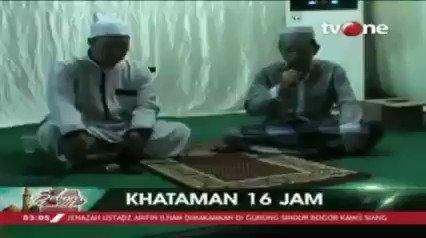 Seorang hafis di Makassar, Sulawesi Selatan khataman di malam nuzulul Quran. Khataman dilakukan sendirian selama 16 jam.Dapatkan berita lain hanya di tvOne connect, android http://bit.ly/2CMmL5z  & ios http://apple.co/2Q00Mfc #tvOneNews #RamadhanditvOne