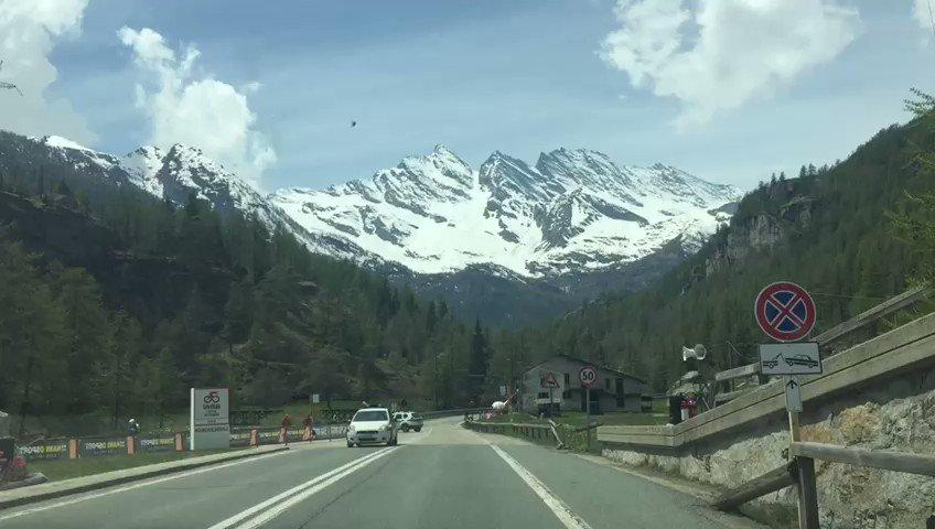 #VamosEscarabajos Este será uno de los bellos paisajes que verán los ciclistas en la etapa 13 del Giro de Italia. Ya estamos en VIVO por http://elgiroporcaracol.com
