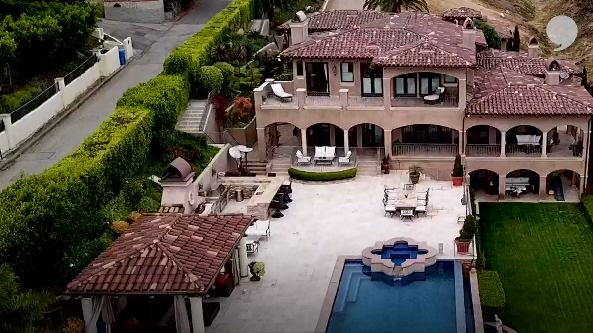 My man @DeAndre has the sickest views in Malibu! 👀 I'll be back to plant something in your garden, bro!! 🥦 🥒 🥬  Full video: http://playerstribu.ne/NateAndDeAndre