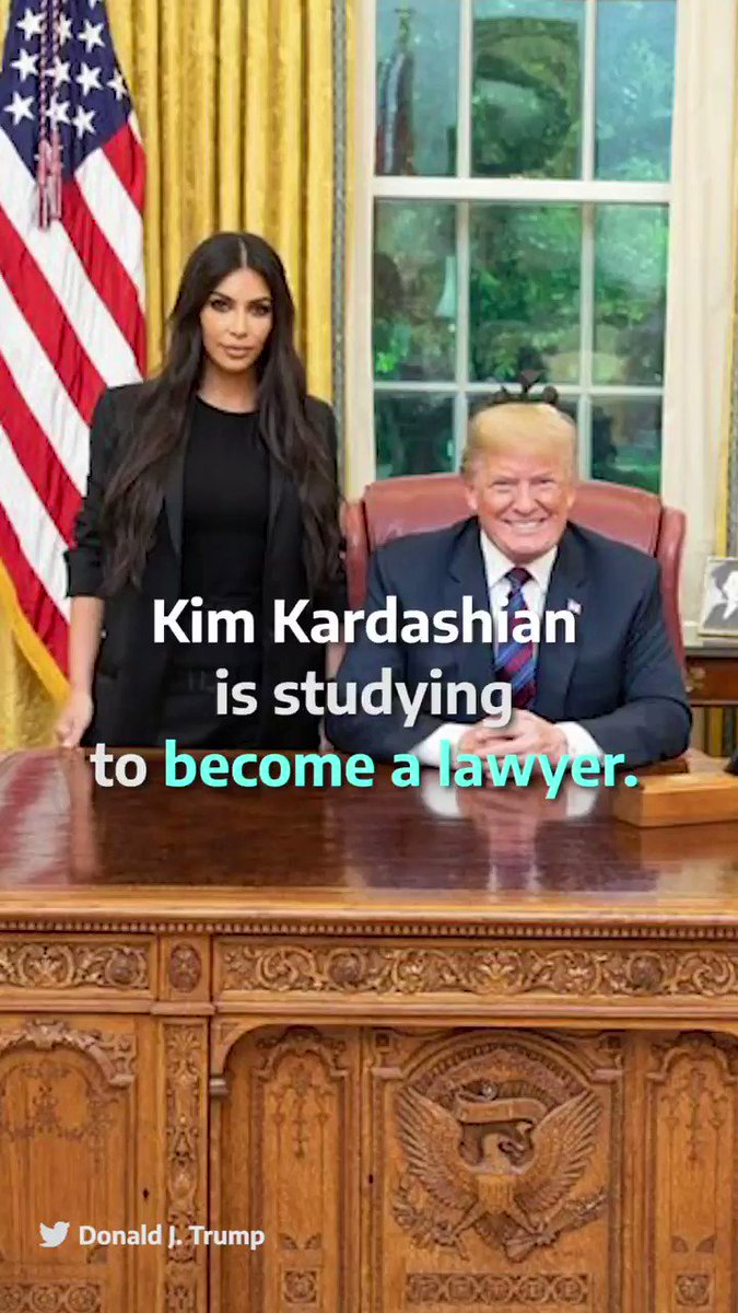 .@KimKardashian is following her dad footsteps and is studying to become a lawyer ⚖️💪🏼 You go Kim!