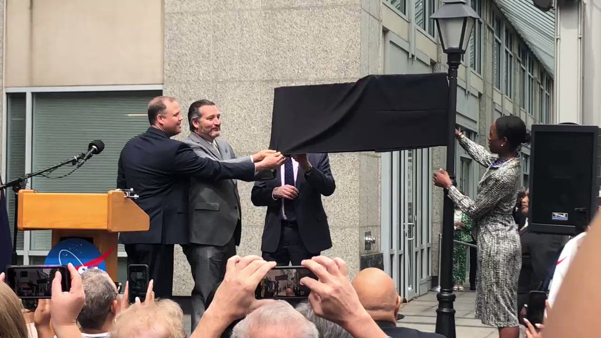 Honoring Hidden Figures: Here's the moment that the street outside of NASA HQ in Washington, D.C., was officially renamed to honor the black female mathematicians who paved the way for NASA to make it to space. Read the story: http://nbc4dc.com/OL2qdgU