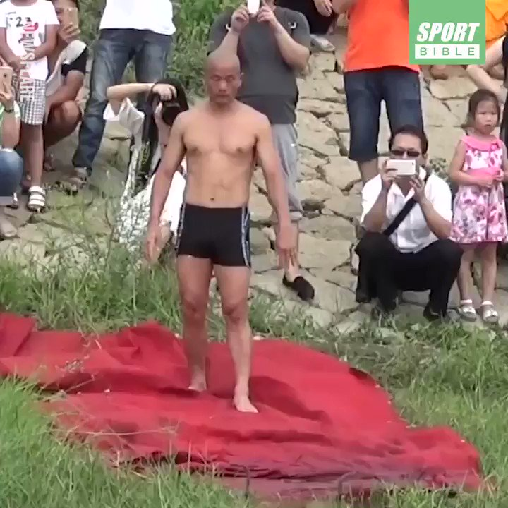 This Shaolin monk ran on water for 125 metres...