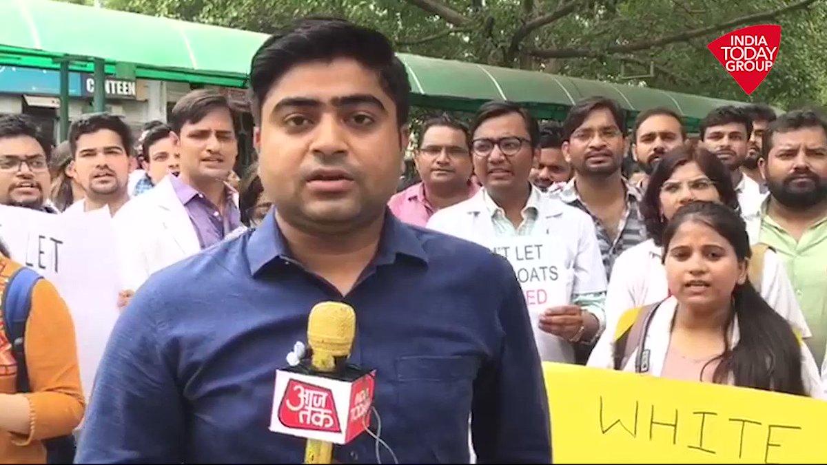 दिल्ली में डॉक्टरों की स्ट्राईक से कैसे हुई मरीजों को परेशानी, देखिए @Ankit_news की ये रिपोर्ट. #ReporterDiary #DoctorsProtestअन्य वीडियो: http://bit.ly/IndiaTodaySocial…
