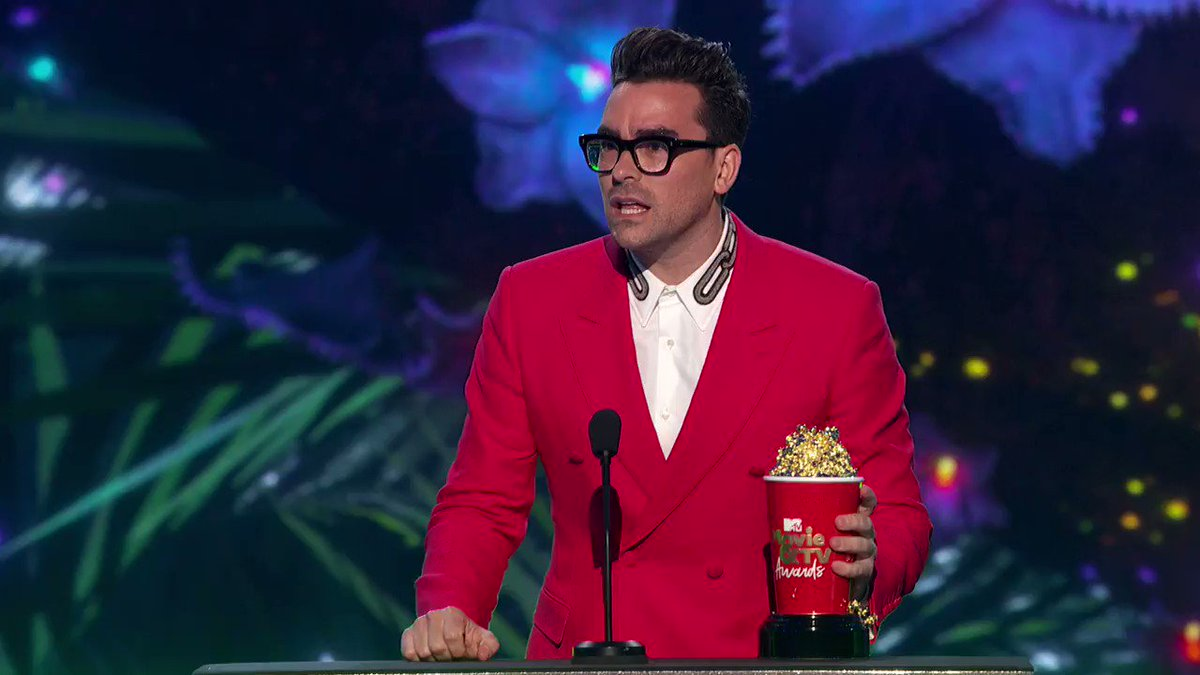 A well-deserved win, a great speech & great spotlight for #Cdnfilm. @danjlevy delivers a comedically brilliant performance with character depth rarely seen in comedy. @SchittsCreek #CdnPride @CBC @netflix #Cdntv