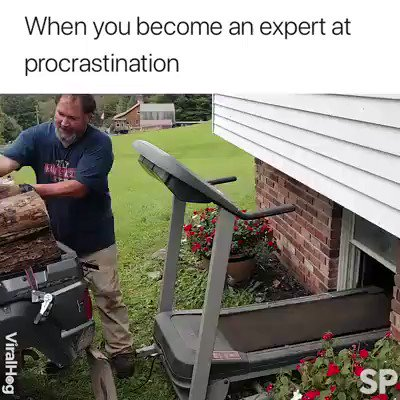 #FridayFeeling 🌈When you become an expert at procrastination because it's Friday!