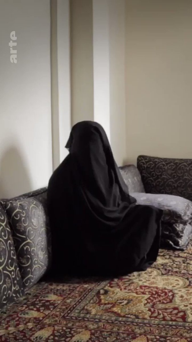 Lavage de cerveau, oppression, violence : des femmes racontent leur quotidien sous la coupe de Daesh ⤵ http://so.arte/FemmesDaesh