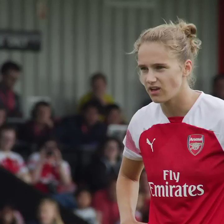 It's @VivianneMiedema's birthday, so here's just a few of her finest moments in an Arsenal shirt 🔥  #OurStriker 😍