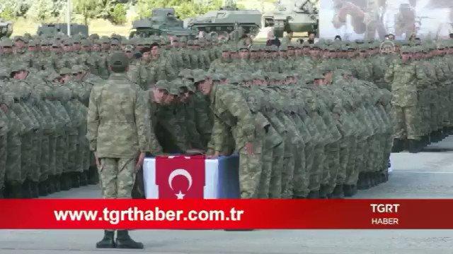 """Milli Savunma Bakanı Hulusi Akar, kısalan askerlikle birlikte 6 ayı dolan askerlerin terhis işlemlerinin sürdüğünü açıkladı. Akar, """"terhislerin orduyu zaafiyete uğratacağı"""" yönündeki iddialara da cevap verdi; http://tgrthaber.com.tr/canli"""