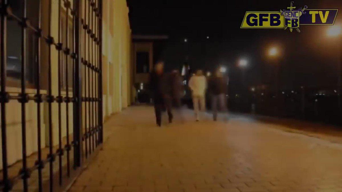 RT @gencfborg: KALDIĞIMIZ YERDEN, HER ZAMANKİ YERİMİZDE!   #SenSahadaBizTribünde https://t.co/SEUw8PuaOD