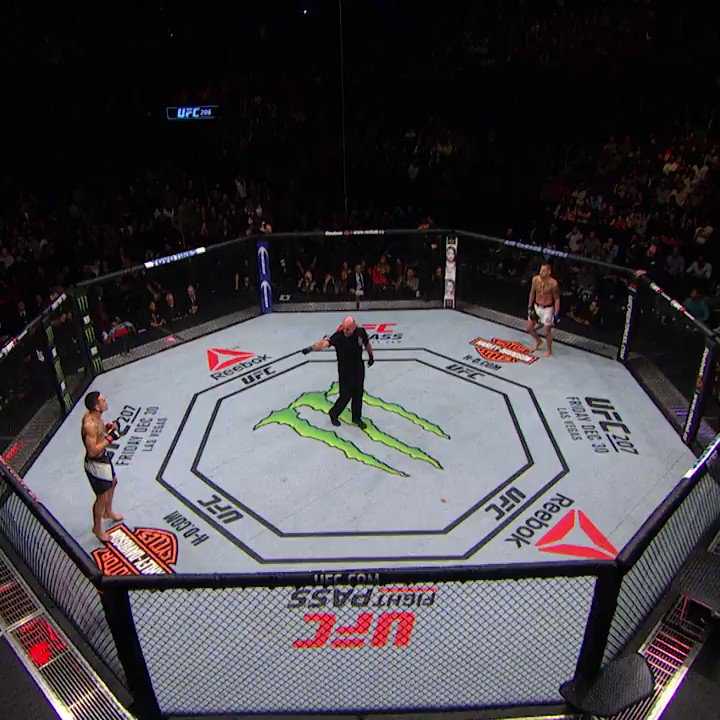 He grabbed gold and wouldn't let go!  Fight rewind: @BlessedMMA vs Showtime ⤵️