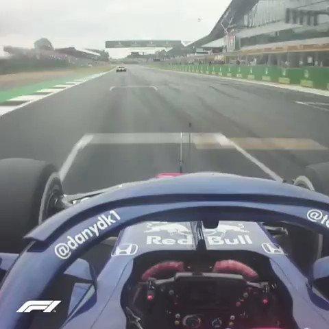 """✍ """"Gara in rimonta e tosta"""" ➡ http://bit.ly/Pagelle_Silverstone… P17 ⏩ P9 per Daniil #Kvyat ✅ La sua rimonta al #BritishGP gli vale un """"8"""" 🤔 Siete d'accordo❓ #SkyMotori #F1 #Formula1"""