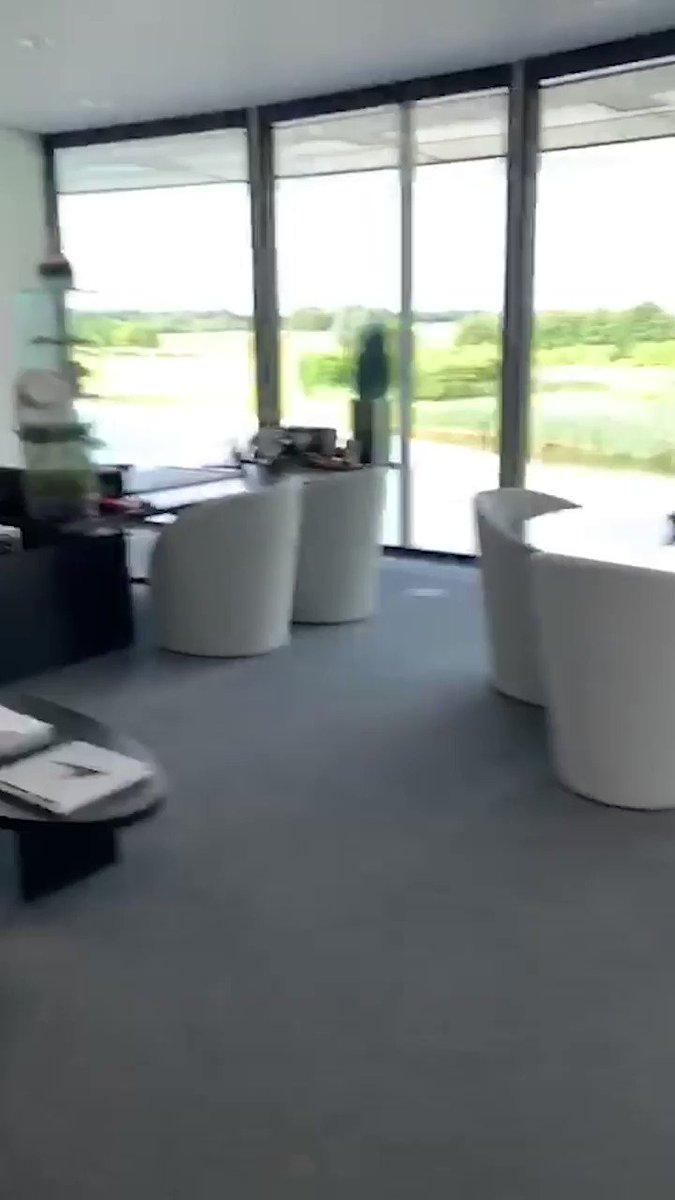 Our app users are kick-starting their week with a tour of the MTC with @ZBrownCEO. 👀⬇️📹 Make sure you've got the new #McLarenApp downloaded for more moments like this.   Download on Android ➡️ http://mclrn.co/Android Download on iOS ➡️ http://mclrn.co/iOS
