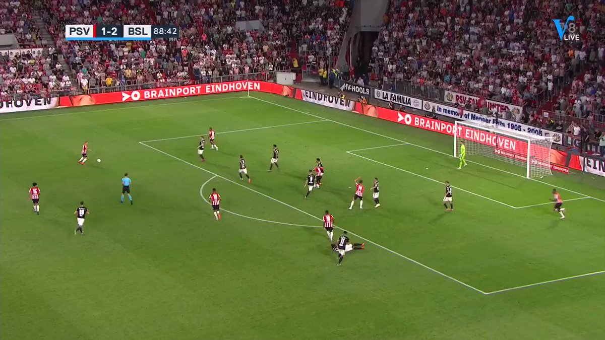 PSV - FC Basel 2-2 door Sam Lammers