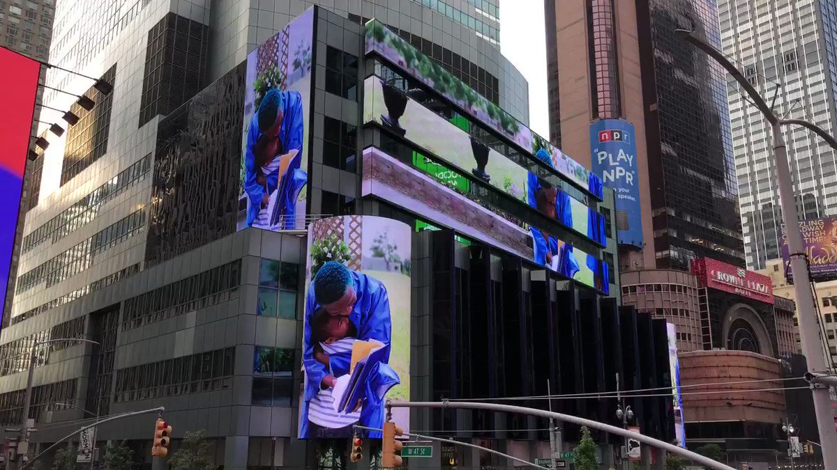 Image for the Tweet beginning: Look up in Times Square