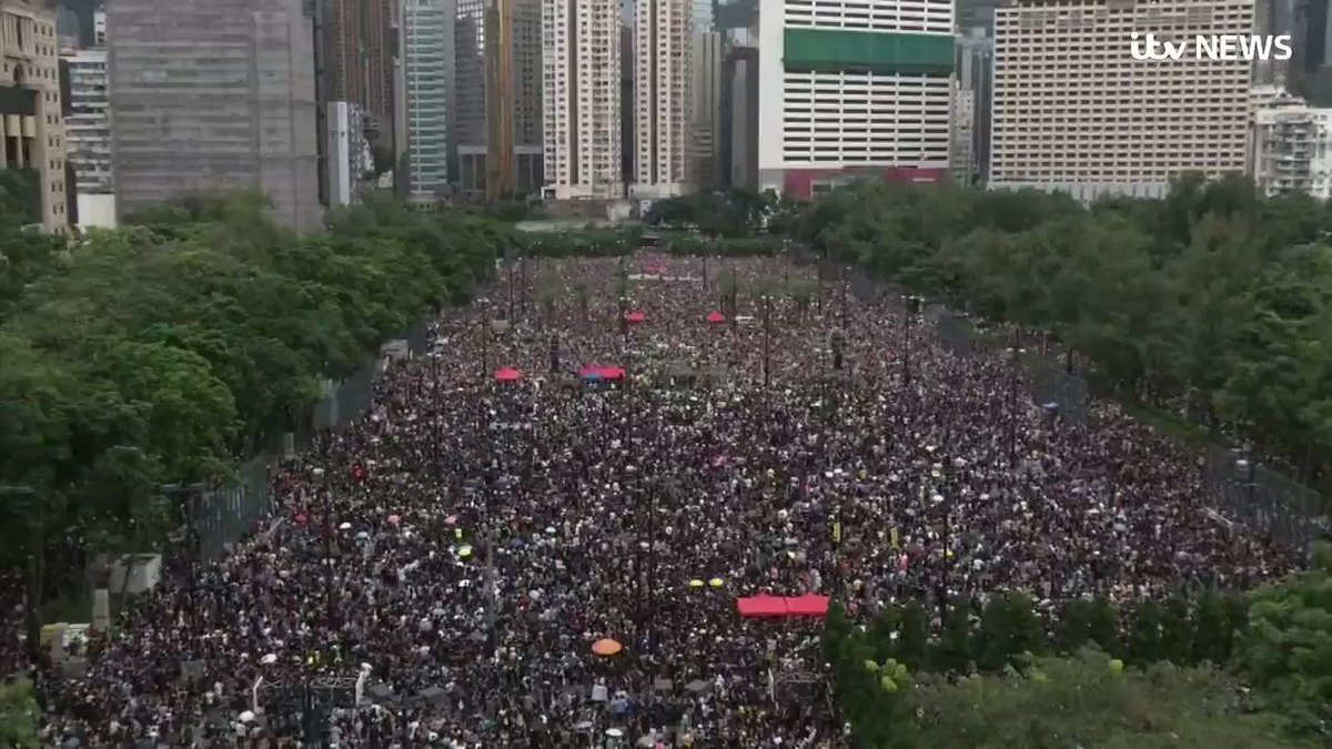 Tens of thousands of protesters have braved the heavy rain in Hong Kong, marching from a packed park to a major road in the Chinese territory, as demonstrations become part of a weekly occurrence this summer itv.com/news/2019-08-1…