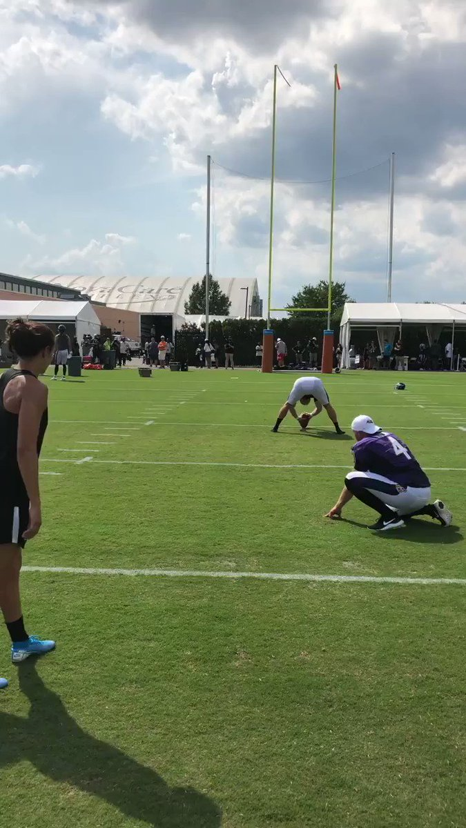 Carli Lloyd nails a 55-yard field goal at Eagles practice