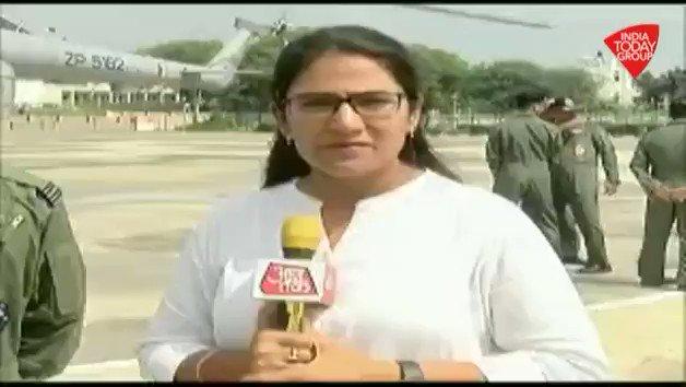एक वृद्ध महिला को बचाने के लिए बाढ़ में कूदने वाले भारतीय वायुसेना के जवान का वीडियो खूब वायरल हुआ था. उन्हीं जांबाज़ जवान से बात की हमारी संवाददाता @gopimaniar ने#ReporterDiaryअन्य वीडियो: http://bit.ly/IndiaTodaySocial…