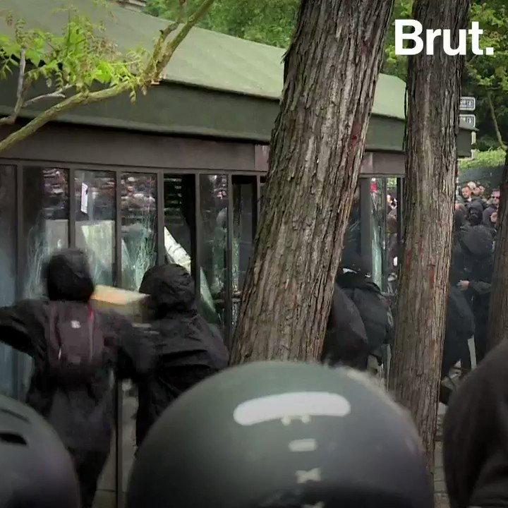 Des individus vêtus de noir, cagoulés, parfois violents et redoutés par les autorités lors du G7 à Biarritz. Le black bloc, c'est ça.