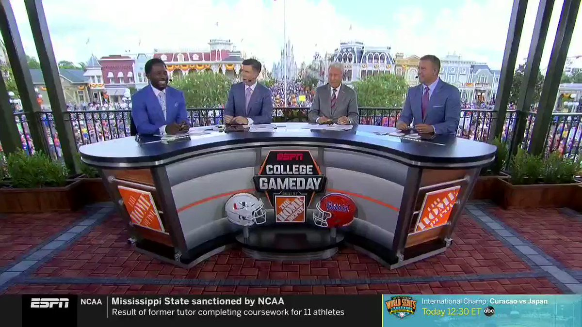 """Desmond Howard Explains His Controversial """"Choke A B*tch"""" Line On College GameDay"""