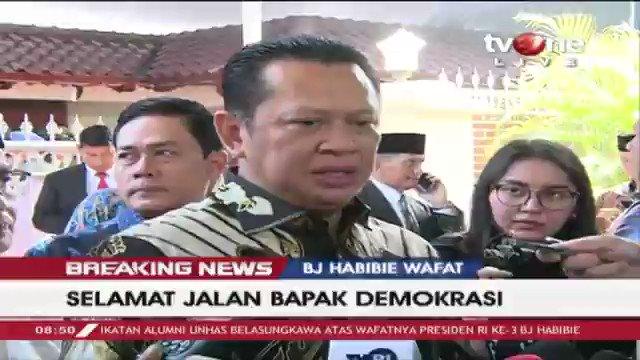 Bambang Soesatyo: Beliau berpesan bahwa apa yang sudah beliau lahirkan yaitu industri pesawat terbang, untuk diperhatikan dan didukung oleh pemerintah. Selengkapnya di tvOne connect, android http://bit.ly/2EMxVdm & ios https://apple.co/2CPK6U3.  #BreakingNewstvOne #tvOneNews
