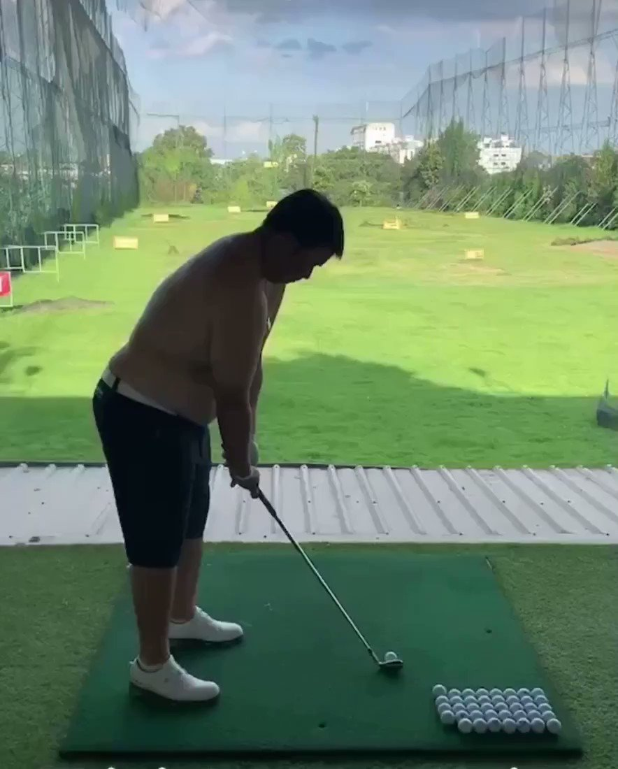 Brooks Koepka has nothing on sexy beast Kiradech Aphibarnrat practicing shirtless