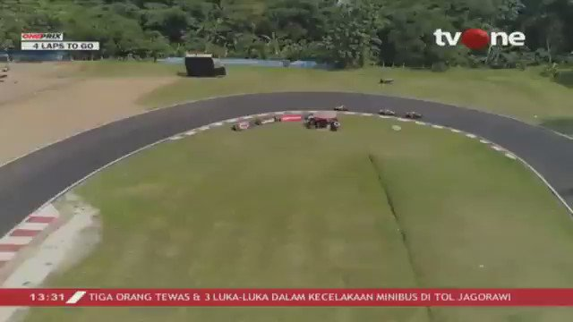 Perebutan posisi tiga pembalap teratas kelas bebek 4T 150 CC Standard Injection (Rookie) race 1 di lap terakhir. Saksikan video race Oneprix putaran ketiga hanya di youtube channel One Prix Motorsport #tvONeNews #Oneprix